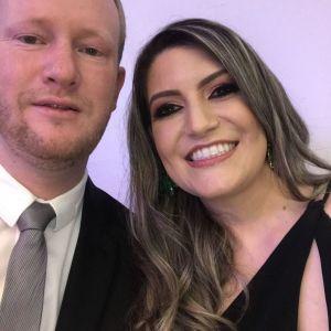 Robson e Raquel, casal que o noivo já teve a honra de apadrinhar e agora, é um sentimento de satisfação e alegria que sejam nossos padrinhos também. Pessoas muito amadas e queridas por nós. Certamente não poderiam faltar.